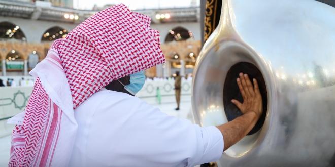 الشيخ-السديس-يطيب-الكعبة-660×330
