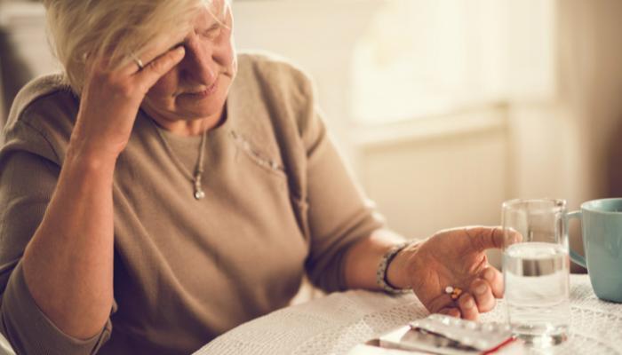 127-112327-does-overuse-painkillers-worsen-headaches_700x400