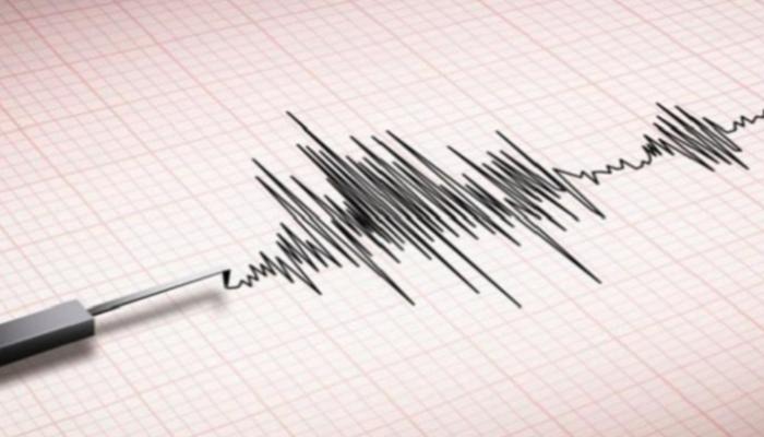 154-121600-earthquake-shakes-java-indonesia_700x400