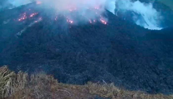 173-005418-volcano-evacuation-residents-caribbean_700x400